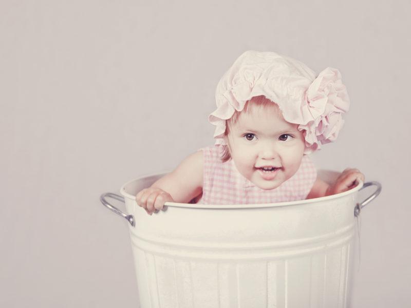 Trzy rzeczy pozostały z raju: gwiazdy, kwiaty i oczy dziecka.
